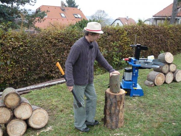 Souboj Davida Prachaře se štípačem dřeva